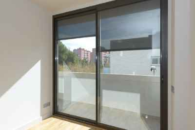 Superb new block of flats in Barcelona only 15 min from Plaça Espanya and 10 min from shopping malls